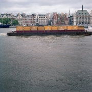 london_container_tug-r36